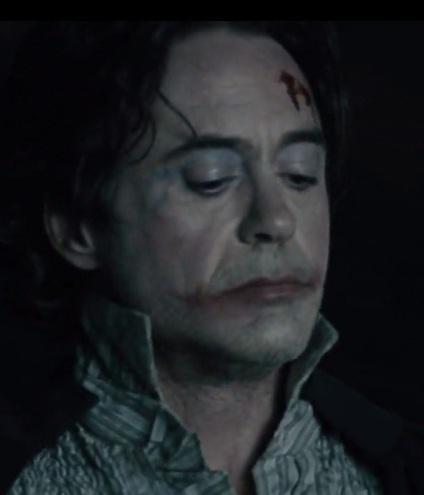 he looks like Joker there ^^