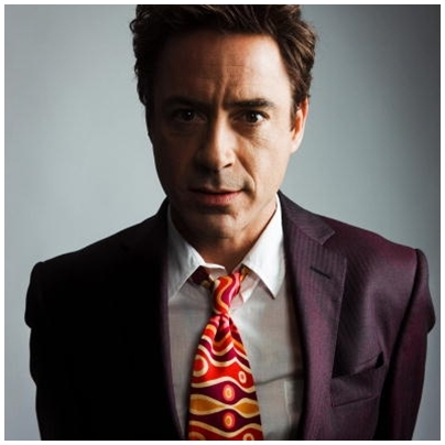 RDJ and his highly visible tie xD