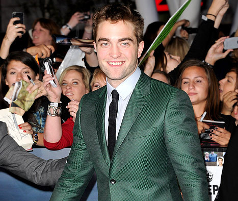 here is my baby at the BD 2 L.A. premiere in the green Gucci suit.There are not a whole lot of pics of my baby in green(and when this 질문 comes up,I at least try to look for different pics of him in this green suit)<3