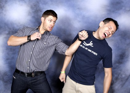 Jensen at the mobil van, van Con 2009 :DD (I actually had to choose, he and Jared and pretty much the whole rest of the gang are so hilarious when doing the foto Ops)