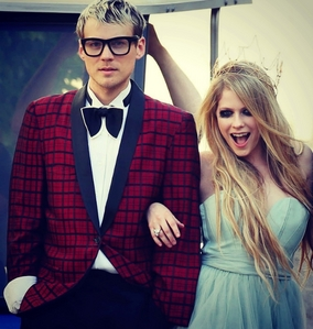 Avril Lavigne and Evan Taubenfeld in HTNGU video.