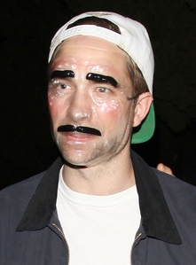 who is this masked man?It's my sexy British babe,Robert Pattinson of course.This was his halloween costume<3