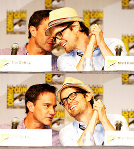 Tim DeKay whispering to Matt, don't they just look adorkable