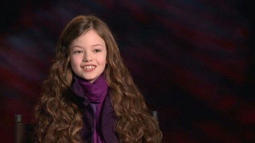 Mackenzie smiling at her interview for Breaking Dawn, so pretty!! ;-)