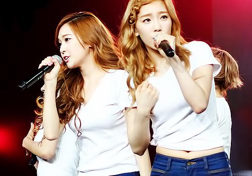 Fav band: Girls Generation Fav members:Jessica and Taeyeon (TaengSic)