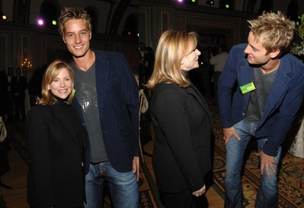 my hottie at the CW TCA party in 2007 with Dawn Ostroff, the former CW boss (love the pic on the right; he's so freaking adorable <3333)
