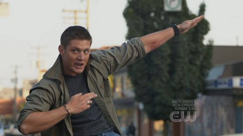 Jensen Ackles hát 'Eye of the tiger' at the end of the episode 'Yellow Fever' in Supernatural.