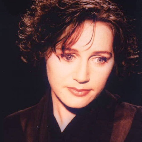 This is really hard but I'll just post the first band that popped into mind. Cocteau Twins Oh how beautiful Liz's voice is ^__^