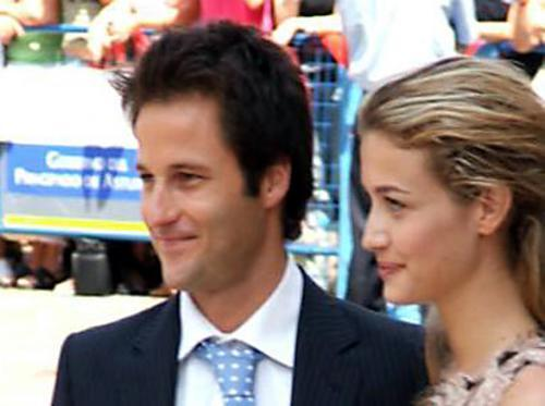 Fernando Andina and his girlfriend Eli, in the wedding of his former El Comisario companion, Paula Echevarria