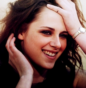 here u are kristen smiling