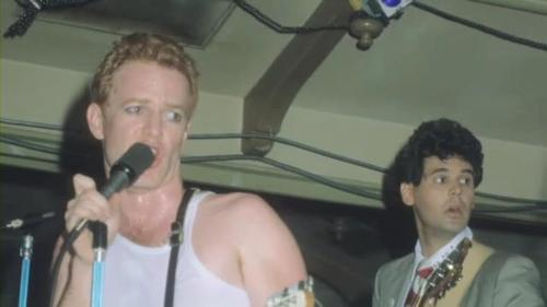 My favoriete Danny Elfman picture. It's Danny's WTF face. He is the one with the microphone.