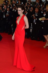I প্রণয় her in this red dress from Cannes.She is just so stunningly beautiful in red.