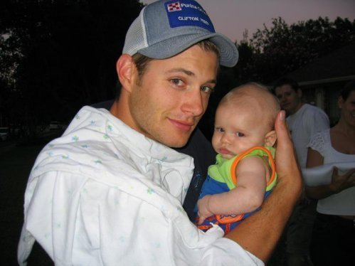 montrer how he'll look as a Daddy - Jensen holds nephew - All together now - Ahhhhh!