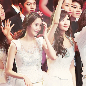 Can I say Seohyun? (They were caught next to each other!!)