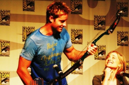 my hottie at the Comic Con 2008, holding a bow a fan handed him <3333