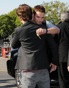 my baby hugging his co-star,Kellan at the TCA.It's a Twilight BROMANCE<3