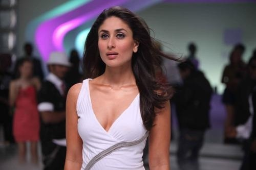 """Kareena Kapoor Is an actress of Bollywood, u go and type at Google """"kareena Kapoor in ra.one"""" and see, she is married recently to sai fail khan who is an actor of bollywood too, and yea, she is pretty :) she is 32 an old"""