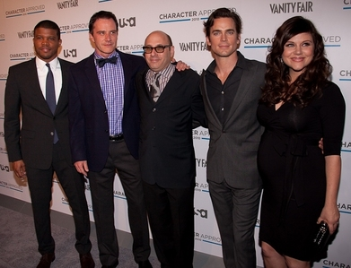Matt Bomer with his White মণ্ডল cast mates, tiffani is in a dress standing পরবর্তি to him.