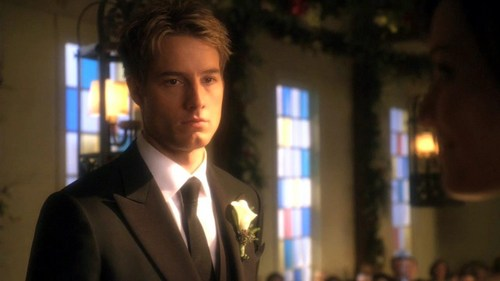 """my hottie in the first part of the """"Smallville"""" finale, ready to set a part of Darkeid's plan in motion... Bad Oliver! <333"""