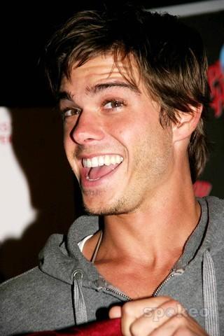 Matthew's beautiful brown eyes. <333333