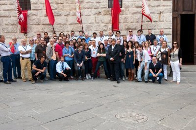 New Moon Cast and Crew foto a.k.a. ...the foto where Rob has to crouch because he's too tall.
