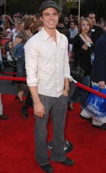 Matthew wearing a white shirt. <3333