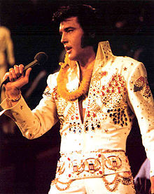 Yes, I like Elvis especially his movies, and I've been a người hâm mộ a of his his on/off