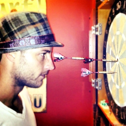 my hottie playing darts (tweeted দ্বারা Brandon Beemer) <3333