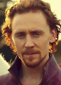sexy handsome tom Hiddleston'