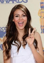 Victoria Justice!...Doesnt mean that Ariana isnt prietty!