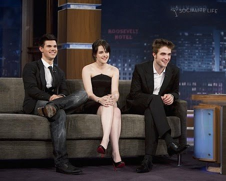 my sexy,handsome Robert sitting with his 2 Twilight co-stars,Kristen and Taylor on Jimmy Kimmel<3