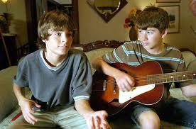 The 1 on the left is Zac Efron pretending to play gitaar with a funny look on his face (lolz) (: