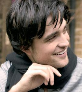 my raven haired Robert,who dyed his hair black for his movie Little Ashes<3