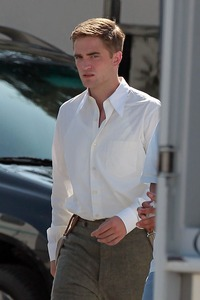 my sexy Robert on the set of Water for Elephants looking slightly angry,which I find soooo hot<3