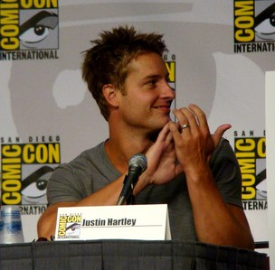 my hottie at the Comic Con 2010, applauding to John Schneider (I guess) <3333