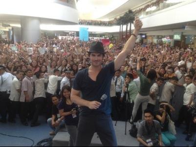 Ian somerhalder in crowd....Cutie!