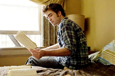 my handsome Robert in a scene from Remember Me with a lamp behind him<3