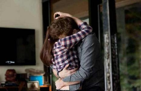my baby hugging Kristen Stewart in a scene from Eclipse<3