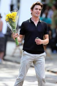 Matt Bomer with a bouqet of bunga in his hands... are they for me