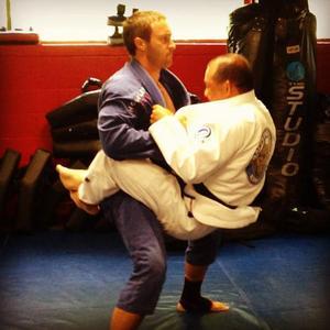 Alex O'Loughlin practicing Martial Arts