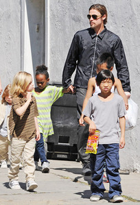 Brad Pitt with 5 of his 6 kids