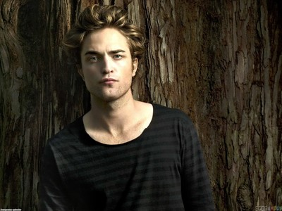 my brown haired babe with a brown background<3