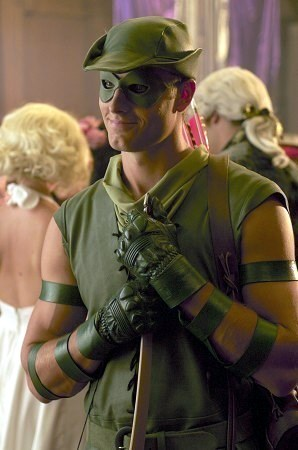 """Ollie as the sexiest Robin capuche, hotte ever (in """"Wither"""") <33333"""