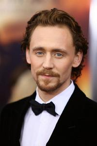 tom Hiddleston so handsome and sexy <3