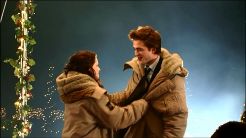 my gorgeous Robert and his beautiful co-star Kristen wearing big heavy coats to keep warm in between filming the Twilight prom scene<3