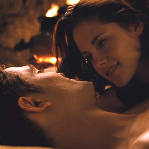 Edward&Bella in a scene from BD 2 making cinta in front of a fireplace<3