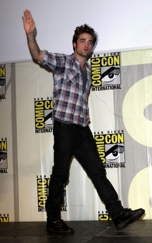 my handsome Robert waving goodbye.Nooo,don't leave,baby.I don't want to say goodbye to you<3
