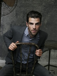 My newest crush, Zachary Quinto <3