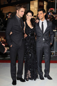 my gorgeous Robert and his 2 Twilight co-stars,Kristen and Taylor all in black at the BD part 1 UK premiere<3