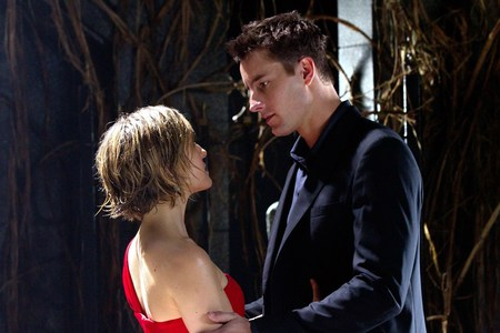 """Justin with Allison Mack in a still from """"Masquerade""""; Justin is 6' 3"""" (1,91 m), while Allison is 5' 5"""" (1,65 m)"""